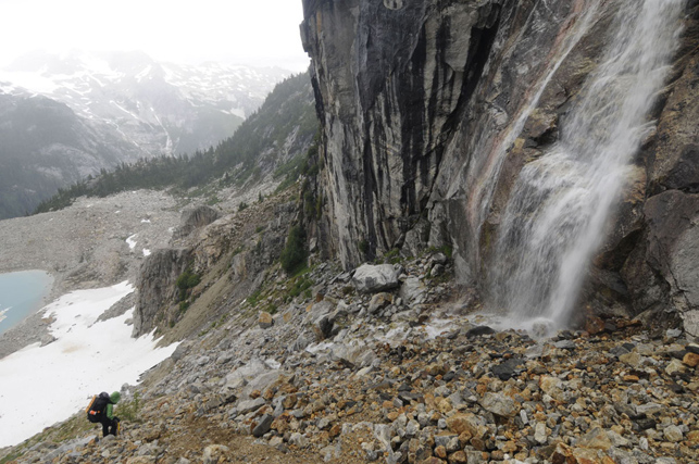 picketslunacirquewaterfall